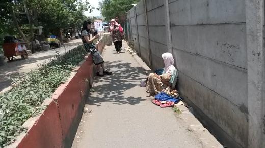 Little beggar woman 1