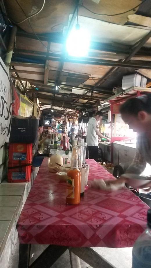Warung dining street style